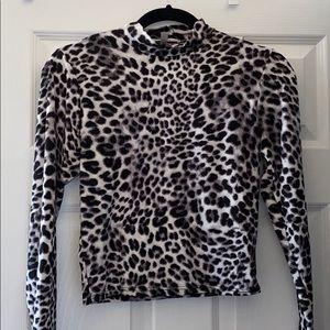 Gaze leopard long sleeve crop top
